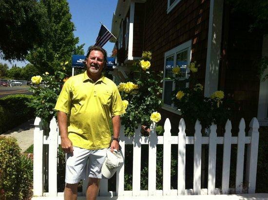 BEST WESTERN PLUS Elm House Inn: Me, with the huge roses, in front of the Hotel