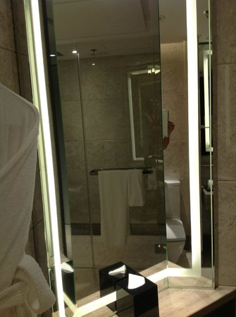 Marriott Hotel Singapore: bath room