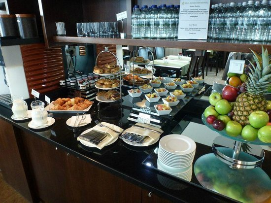 InterContinental Hotel Warsaw: Club spread.