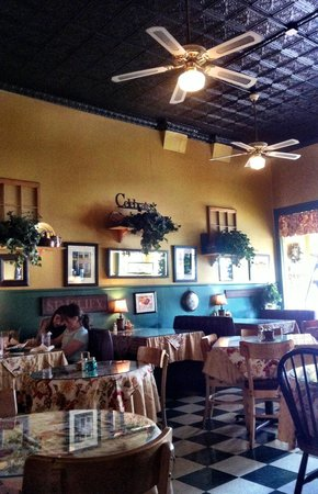 Versailles, KY: Love the tin ceiling !