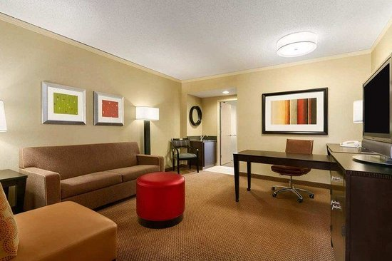 Embassy Suites North Shore / Deerfield: Standard 2nd room