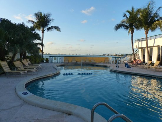 North Bay Village, FL: La piscine