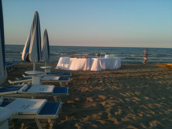 Hotel Belvedere : Beach party