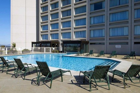 Hilton Quebec: Outdoor Pool