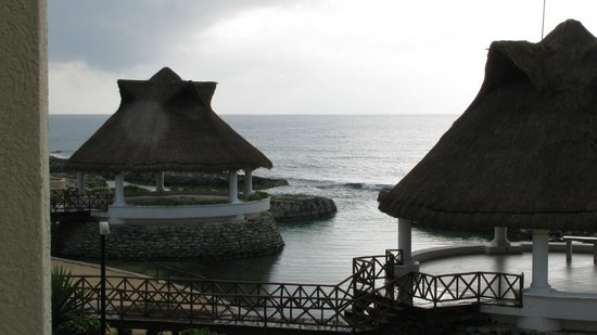 Aventura Spa Palace: Lagoon / sea view with storm receding