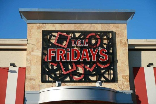 Hampton Inn Manassas: T.G.I. Friday's