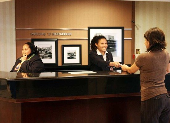 Hampton Inn Manassas: Front Desk