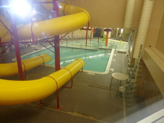 Comfort Inn &amp; Suites: View of the pool area from our hallway