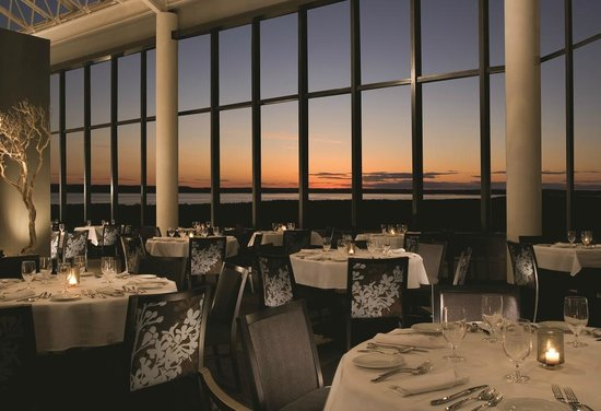 Acme, MI: Sunset Dining