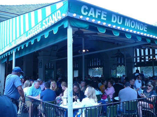 Wyndham Garden Hotel Baronne Plaza: Walk from the Wyndam to Cafe Du Monde