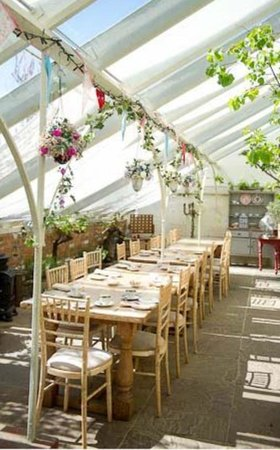 Ashford, UK: Beautiful glass house at the side of the restaurant
