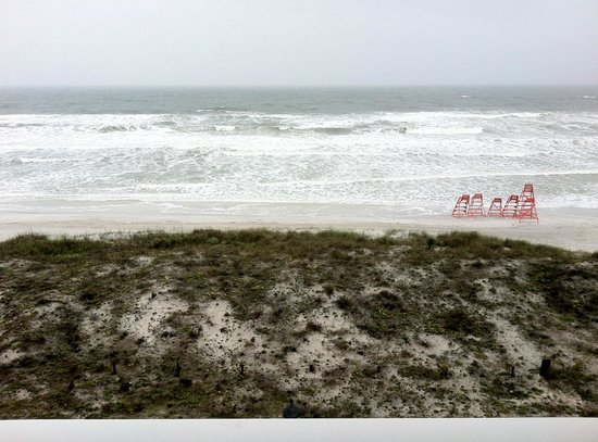 Quality Suites Oceanfront: A windy rainy day, view from 4th floor balcony