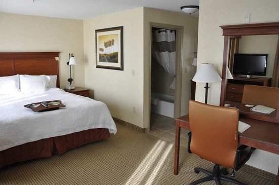 King Room with study at the Hampton Inn Rock Springs