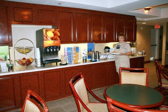 Hampton Inn Winter Haven: Breakfast Hostess