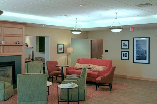 Waterville, ME: Lobby Lounge
