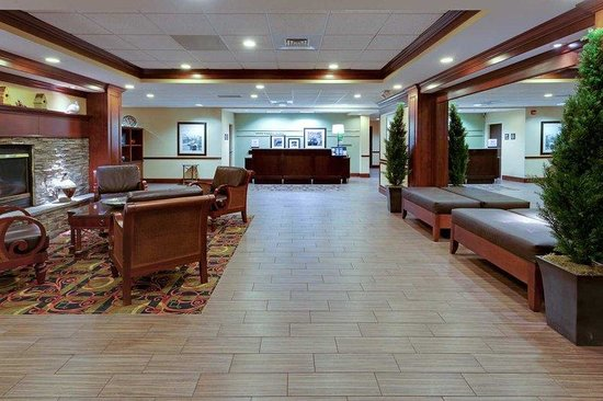 Hampton Inn Waynesboro / Stuarts Draft : Lobby Entrance 