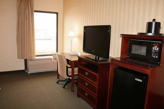 Hampton Inn Waynesboro / Stuarts Draft : Accessible Queen Room 