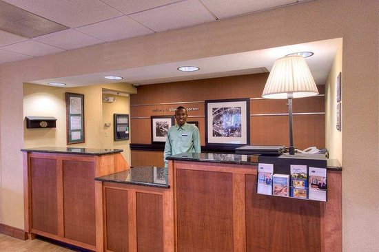 Hampton Inn Mobile I-10/Bellingrath Gardens: Front Desk