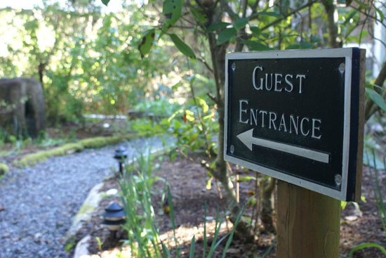 BriMar Bed and Breakfast: Garden Entrance