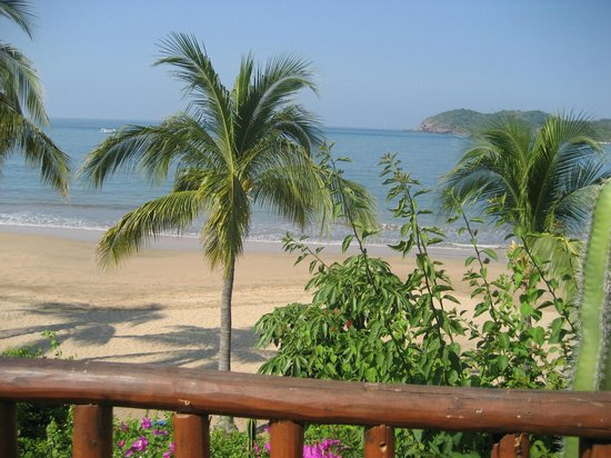 Club Med Ixtapa Pacific: Beautiful beach as seen from the outdoor eating area.