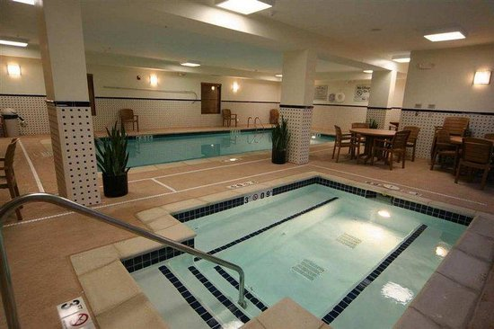 Hampton Inn - Detroit / Novi at 14 Mile Road: Pool/Whirlpool