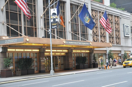 The Manhattan at Times Square Hotel: Entrada del hotel