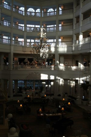 Disney's Grand Floridian Resort and Spa: Orchestra playing on the upper level in the lobby daily