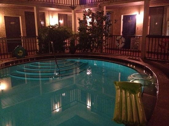 La Sal Suites: Outdoor pool at night...peaceful!