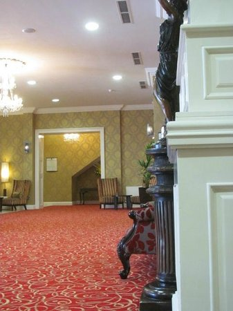 Grand Hotel Malahide: This is a view of the lobby from the parking garage entrance.