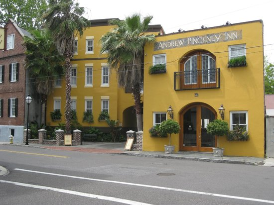 Andrew Pinckney Inn: Front of Inn