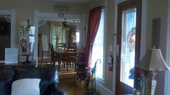 Amherst, OH: 5 Corners sitting room