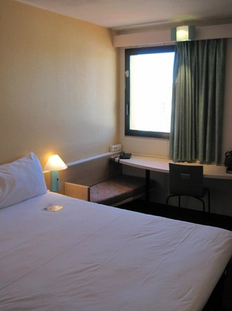 Ibis Evora: Small Room