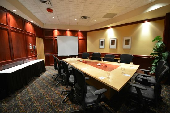 iHotel 67 Street Red Deer: Executive Boardroom