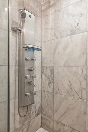 Flatiron Hotel: Swiss Shower