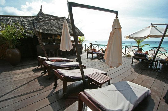 The Z Hotel Zanzibar: Pool deck and pool bar