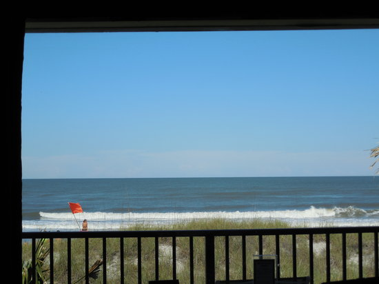 Seahorse Oceanfront Inn: Beach view taken while sitting on the bed