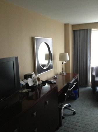 Westin Alexandria: room / desk area