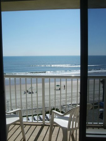 Emerald Shores Hotel: We LOVE the view!!!