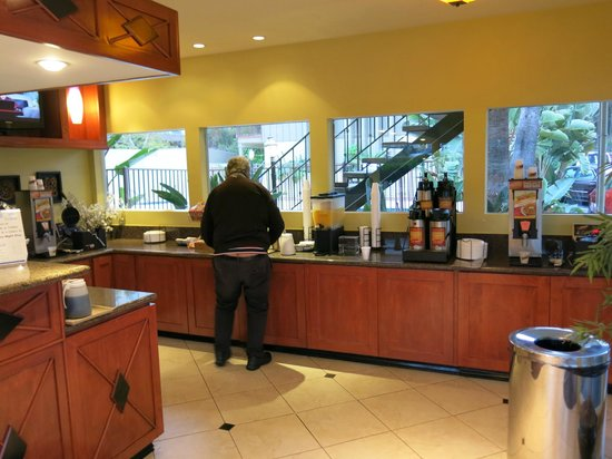 Vagabond Inn San Diego (Hotel Circle): breakfast counter