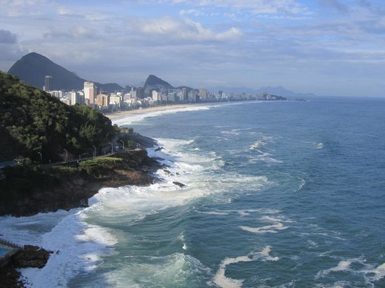 Sheraton Rio Hotel & Resort: Stunning view back towards Leblon and Ipanema beaches!!