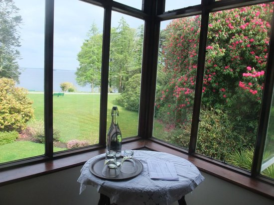 Oughterard, Ирландия: Room with a view and with a bottle of water from the well
