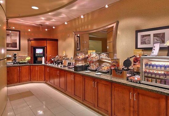 SpringHill Suites Cedar City: Breakfast Buffet
