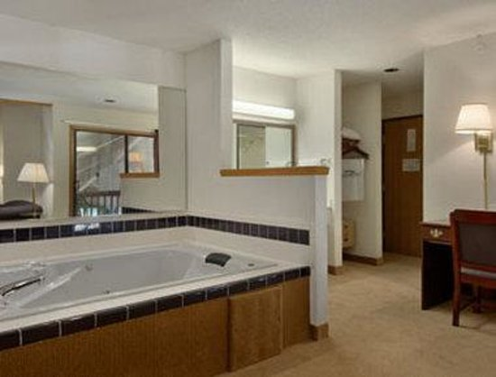 Baymont Inn &amp; Suites Whitewater: Suite