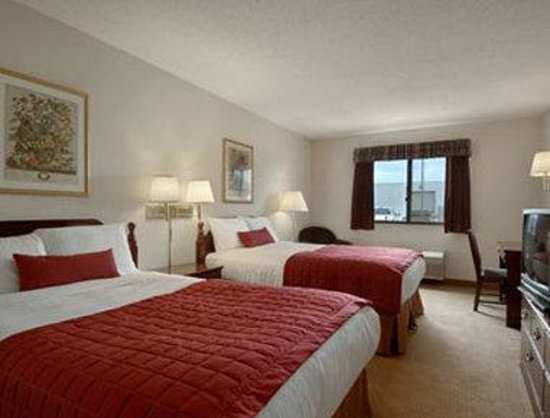 Baymont Inn &amp; Suites Whitewater: Standard Two Double Bed Room