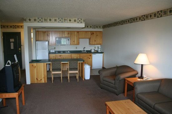 Crossings by GrandStay Inn & Suites: Suite