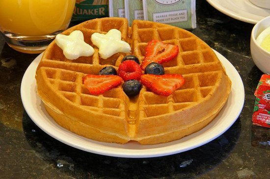 Comfort Inn Near Old Town Pasadena - Eagle Rock: Hot Waffles