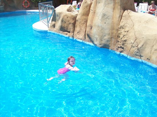 Hotel Villamarina Club: Hollie having a swim