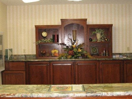 Norman, OK: Country Inn Front Desk