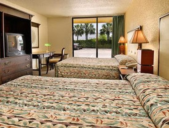 Neptune Beach, FL: Standard Two Double Bed Room