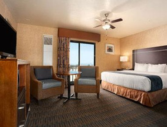 Days Inn Morro Bay: Standard One King Bed Room